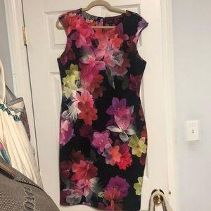 Mid-length floral Worthington stretch dress.